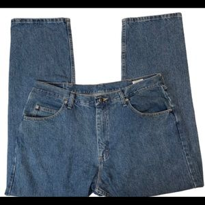 Men's Wrangler Jeans Relaxed Fit Size 38x30